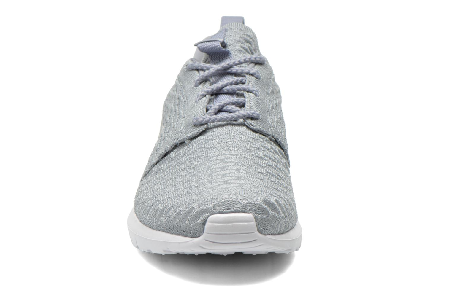 Baskets Nike Nike Roshe Nm Flyknit Gris vue portées chaussures