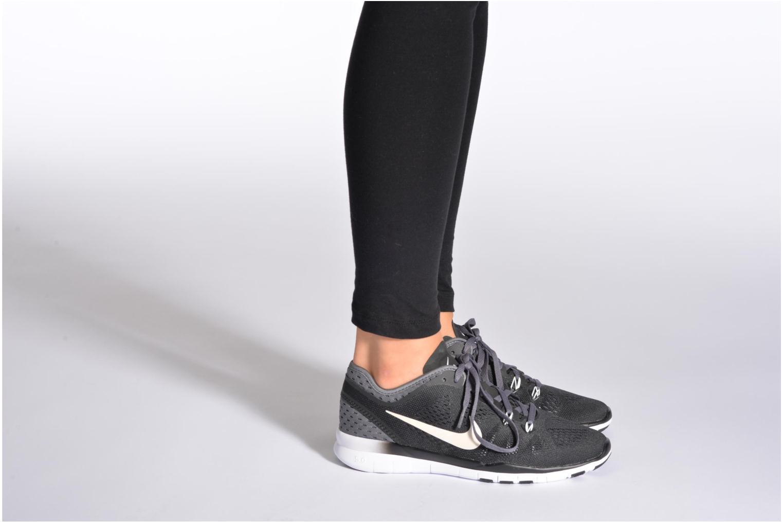 Chaussures de sport Nike W Nike Free 5.0 Tr Fit 5 Brthe Vert vue bas / vue portée sac