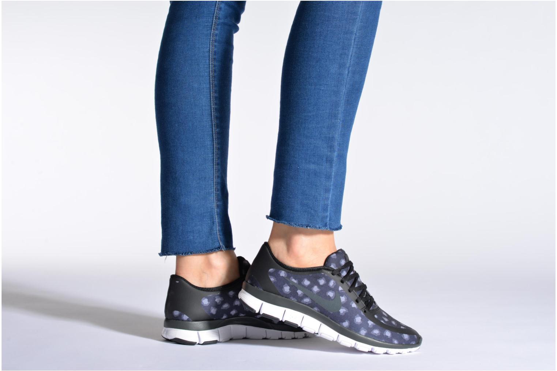 Chaussures de sport Nike W Nk Free 5.0 V4 Ns Pt Noir vue bas / vue portée sac