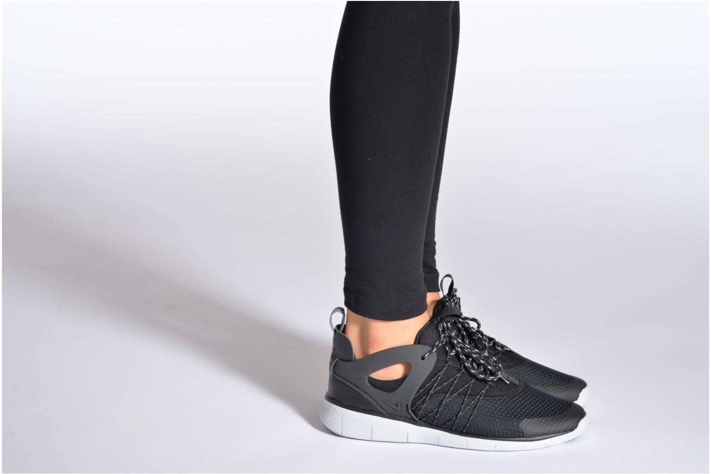 Sneaker Nike Wmns Nike Free Viritous blau ansicht von unten / tasche getragen