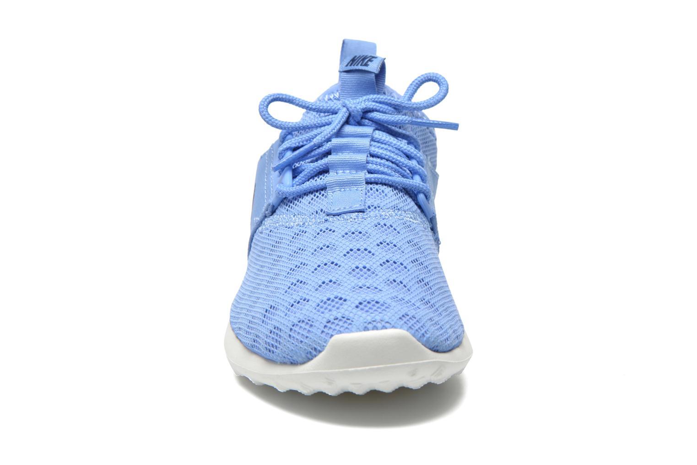 Baskets Nike Wmns Nike Juvenate Bleu vue portées chaussures