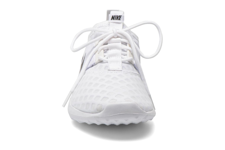 Baskets Nike Wmns Nike Juvenate Blanc vue portées chaussures