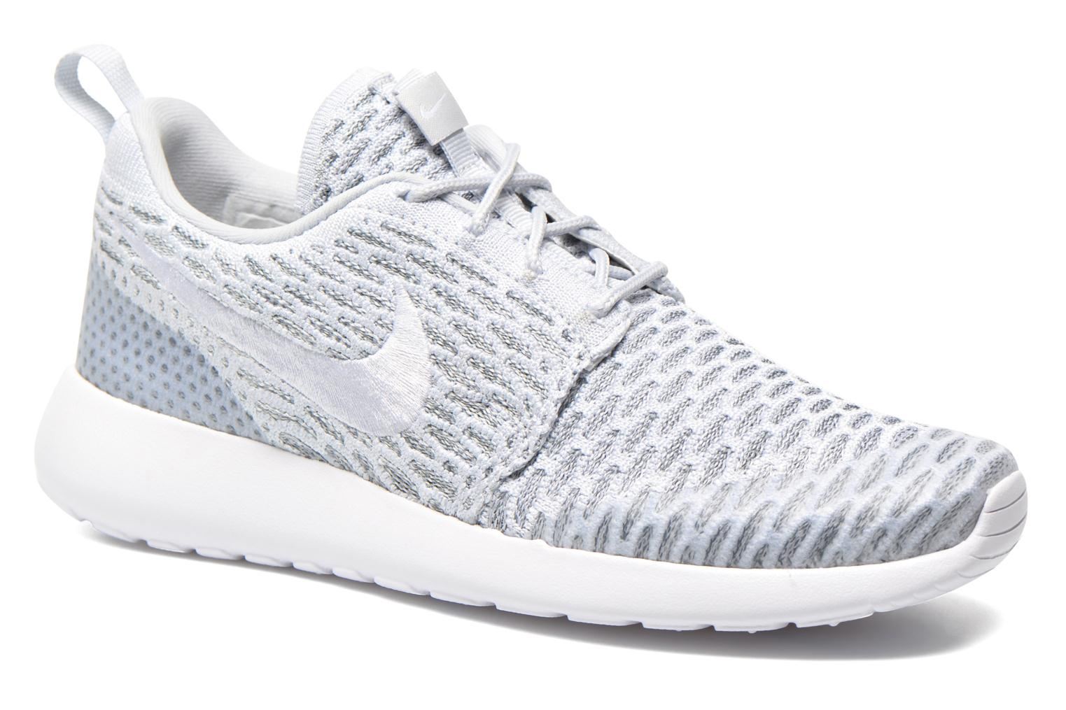 Nike Wmns Roshe One Flyknit (Gris) - Baskets chez Sarenza (245815)