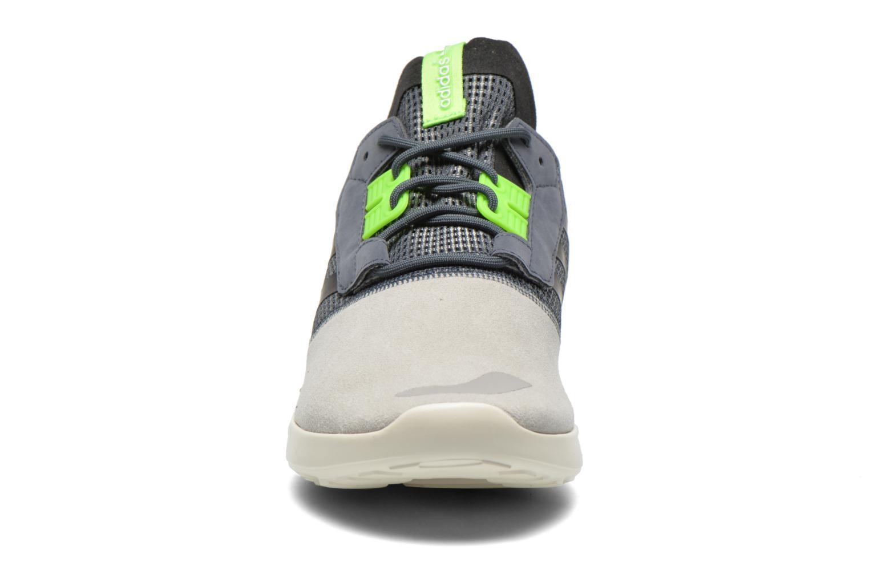 Baskets Adidas Originals Veritas Mid Gris vue portées chaussures