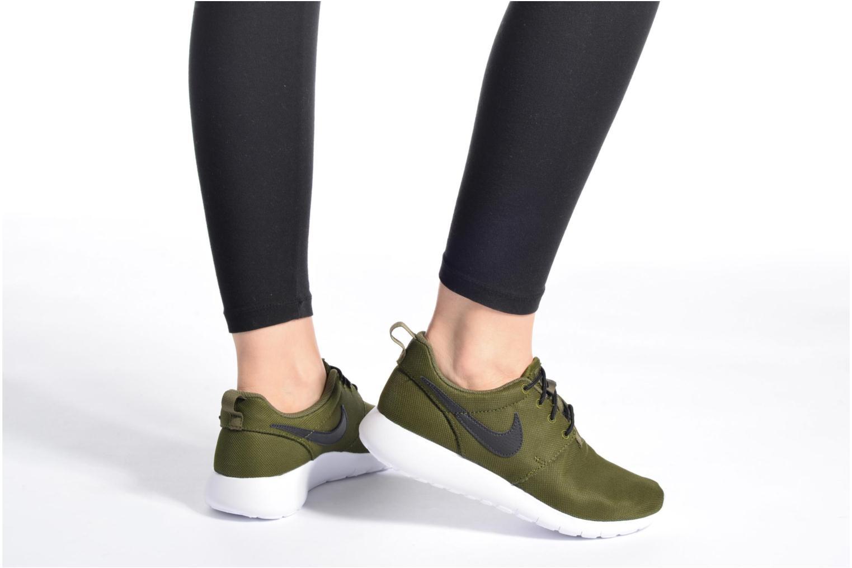 Baskets Nike NIKE ROSHE ONE (GS) Blanc vue bas / vue portée sac