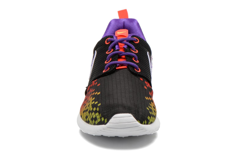 Baskets Nike NIKE ROSHE ONE PRINT (GS) Noir vue portées chaussures