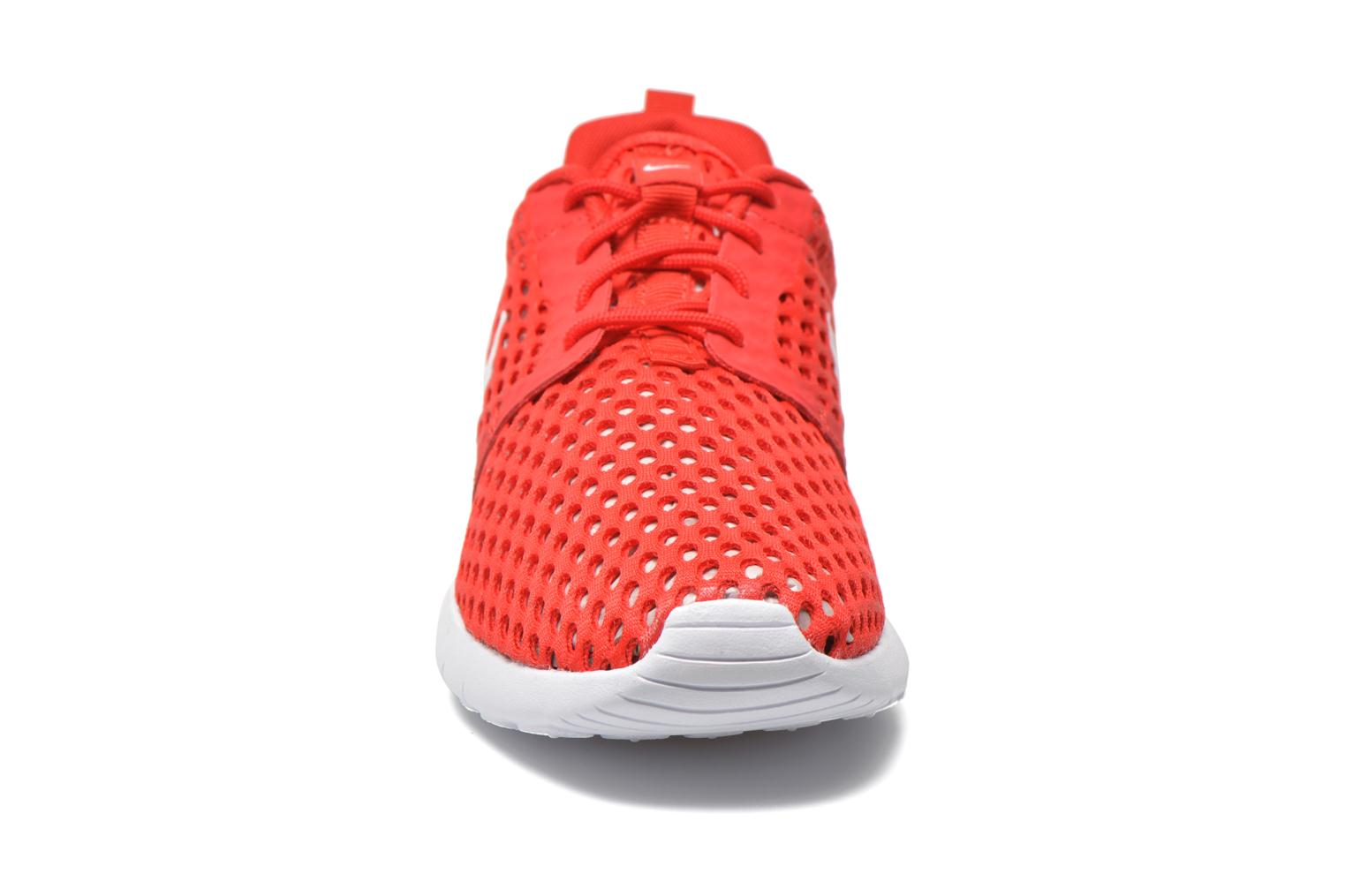 Baskets Nike ROSHE ONE FLIGHT WEIGHT (GS) Rouge vue portées chaussures