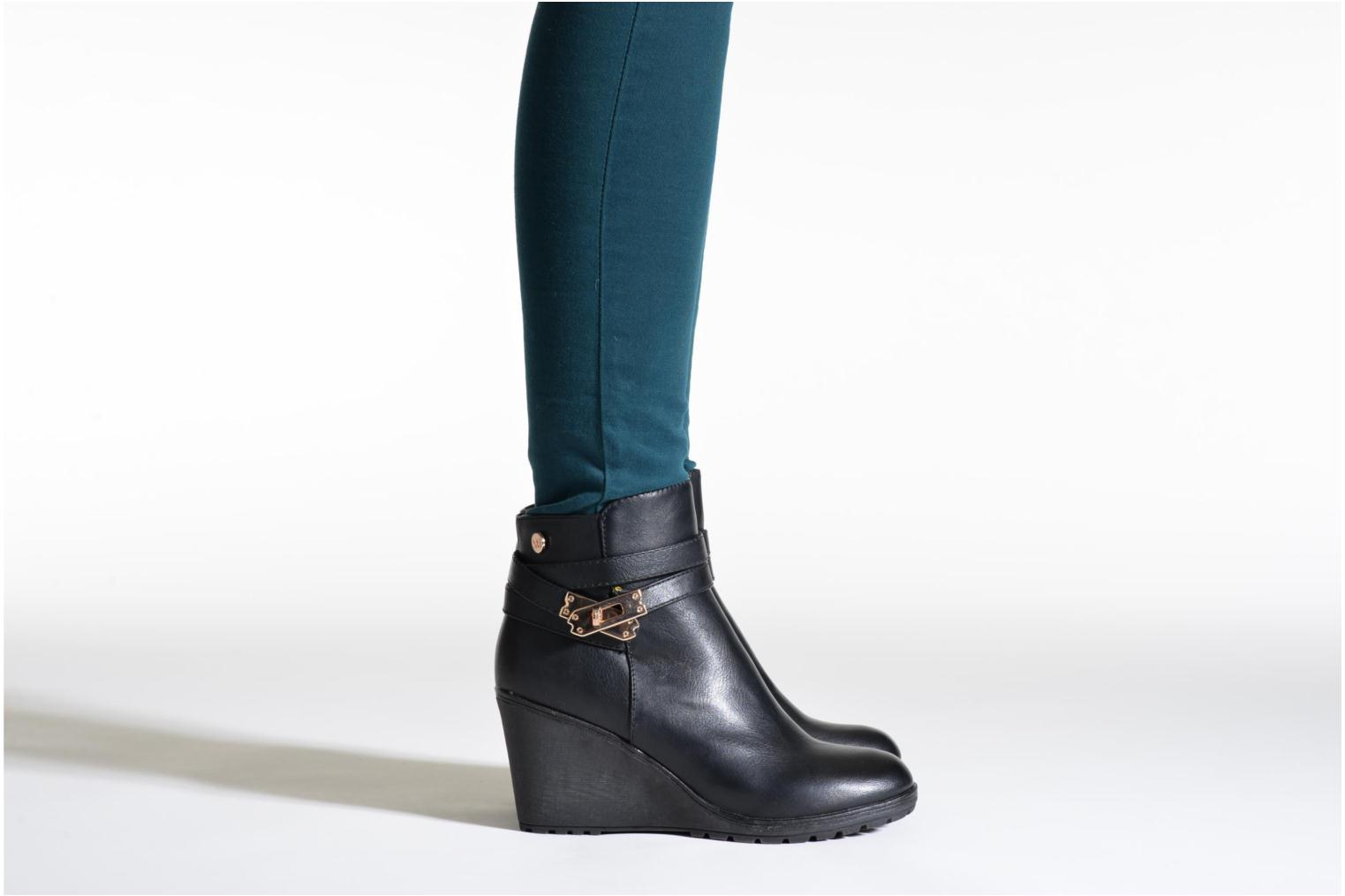 Ankle boots Xti Cornelie-28720 Black view from underneath / model view
