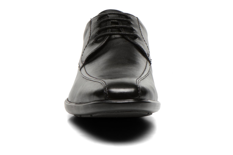 Schnürschuhe Clarks Gosworth Over schwarz schuhe getragen