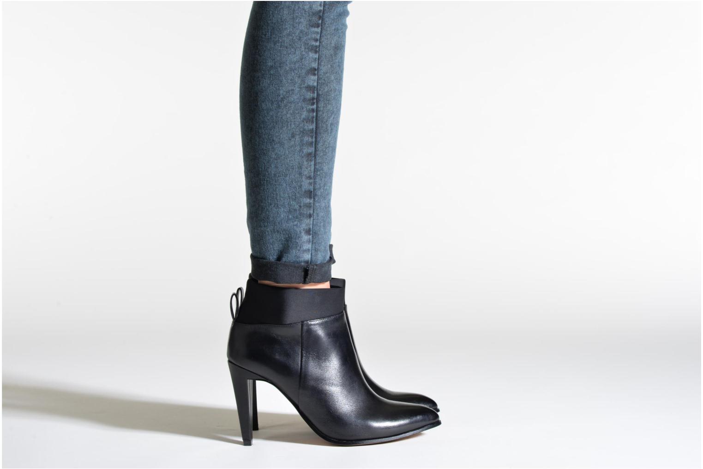 Azizi Posey Black leather