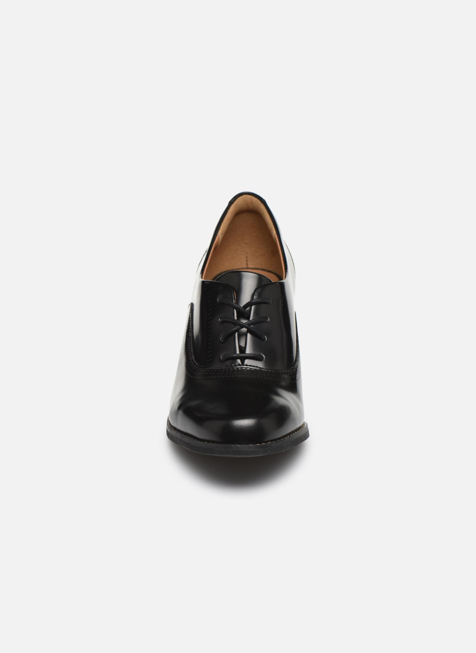 Chaussures à lacets Clarks Tarah Victoria Noir vue portées chaussures