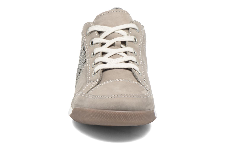 Sneakers Ara Rom 2 Grigio modello indossato