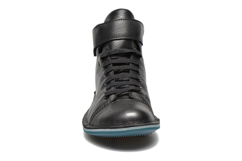 Sneaker Camper Beetle K400011 schwarz schuhe getragen