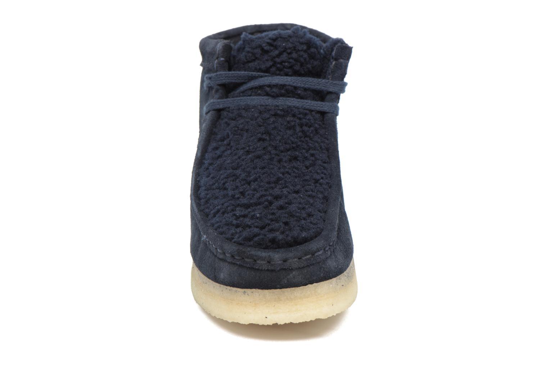 Chaussures à lacets Clarks Originals Wallabee Boot W Bleu vue portées chaussures