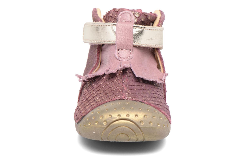 Velcro shoes Babybotte Zazie Pink model view