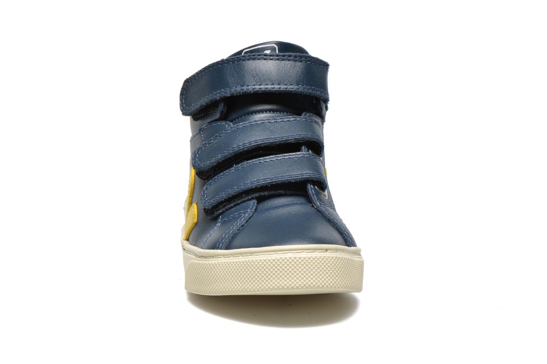 Baskets Veja ESPLAR MID SMALL VELCRO LEATHER Bleu vue portées chaussures