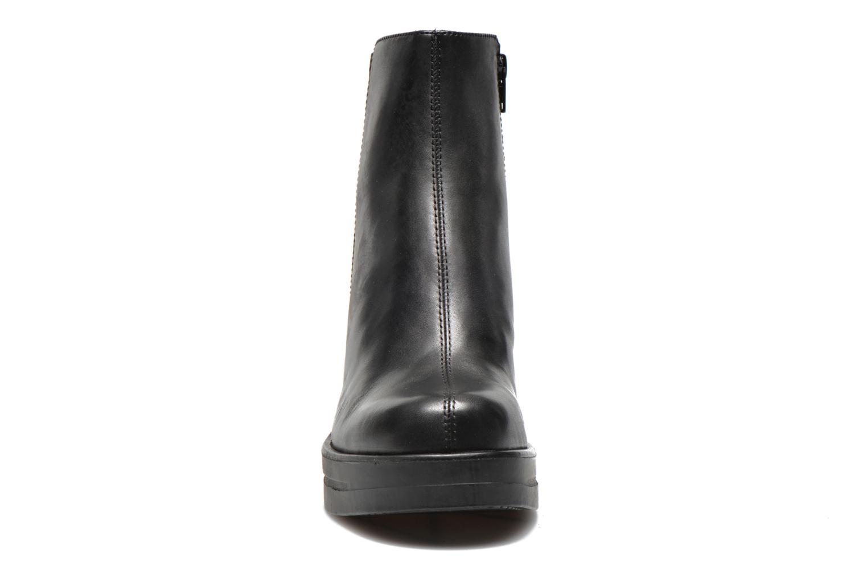 Bottines et boots Vagabond Shoemakers LORENE 4048-301 Noir vue portées chaussures