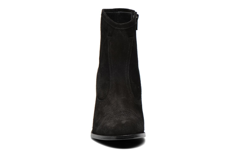 Bottines et boots Opening Ceremony Suede Pioneer Bootie Noir vue portées chaussures