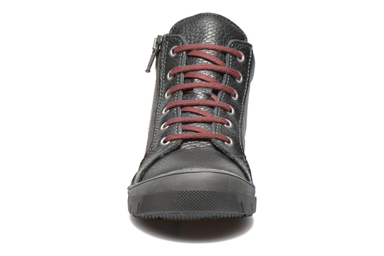Sneakers Bopy Vixouna Nero modello indossato