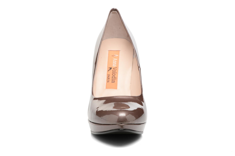 Zapatos de tacón Anna Volodia Copla Marrón vista del modelo