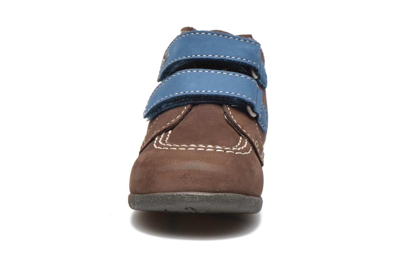 Chaussures à scratch Kickers Babyscratch Marron vue portées chaussures