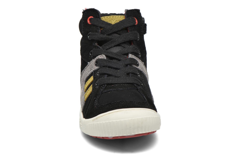 Baskets Kickers Ziguers Noir vue portées chaussures