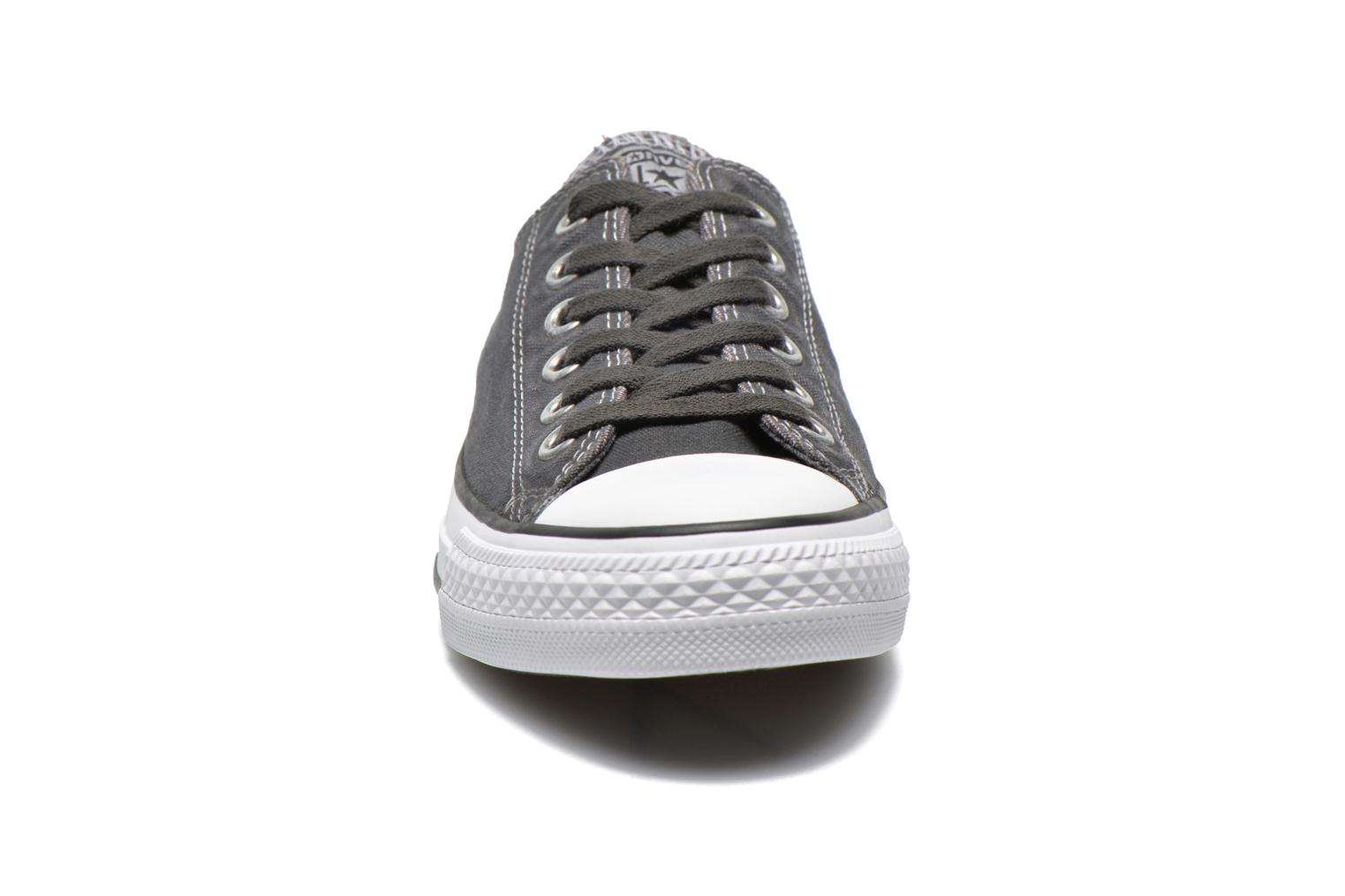 Baskets Converse Chuck Taylor All Star Washed Ox W Gris vue portées chaussures