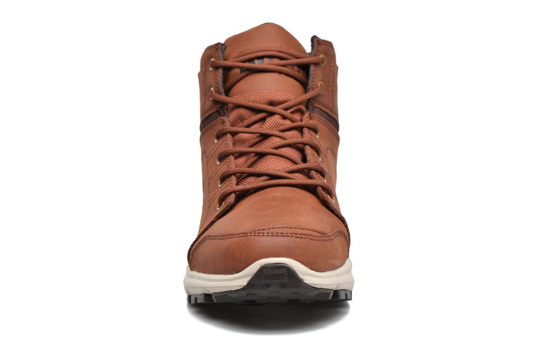 Sneakers DC Shoes Torstein Marrone modello indossato