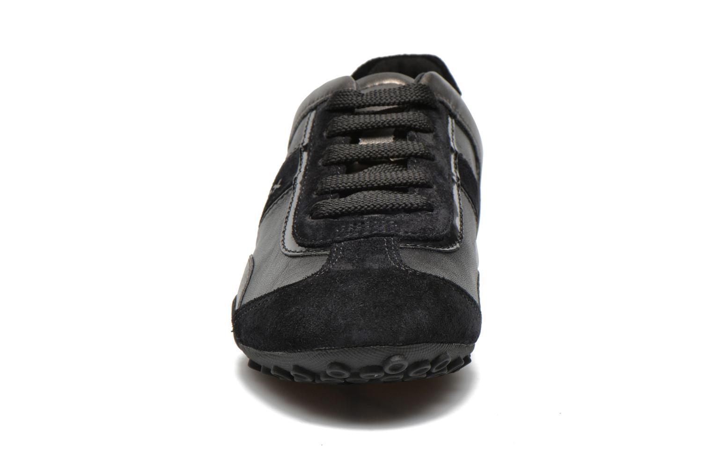Sneakers Geox D SNAKE B D5412B Nero modello indossato