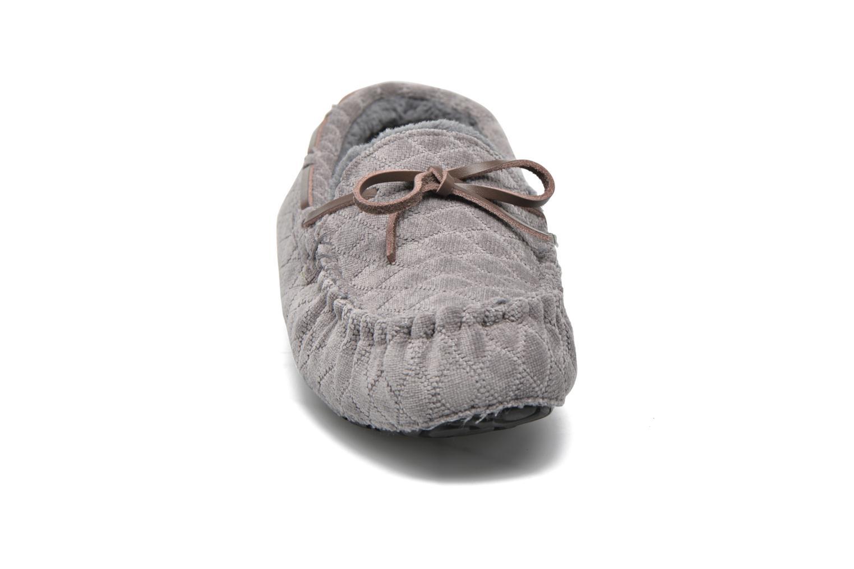 Slippers Ruby Brown John Grey model view