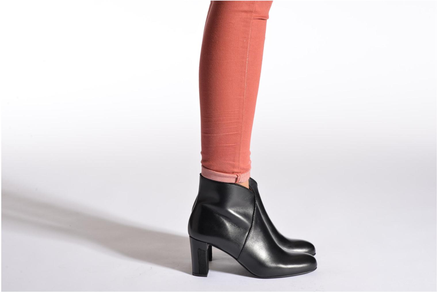 Ankle boots Perlato Plapo Black view from underneath / model view