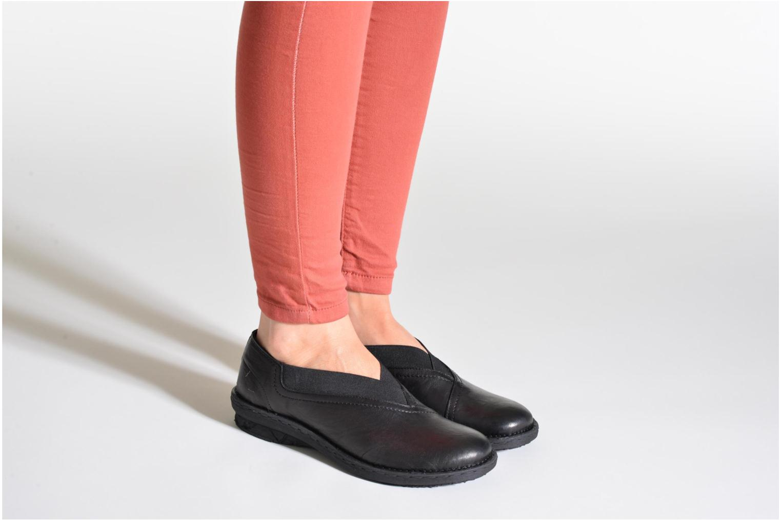 Loafers Khrio Noura Black view from underneath / model view