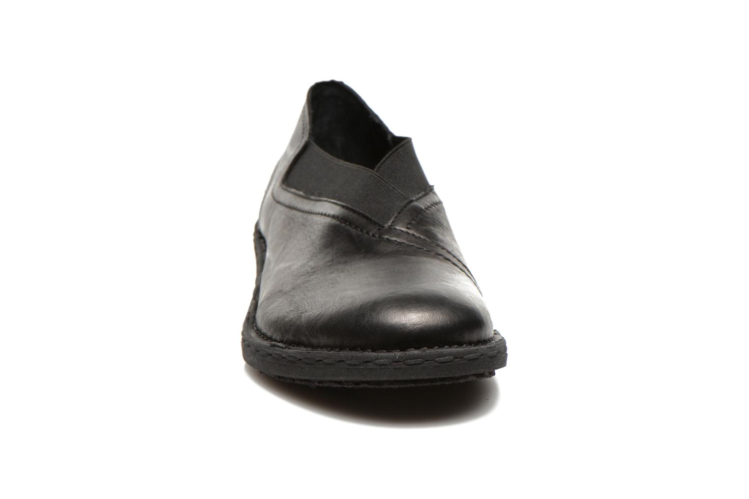 Loafers Khrio Noura Black model view