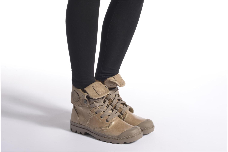 Sneaker Palladium Pallabrousse Baggy L2 U W braun ansicht von unten / tasche getragen