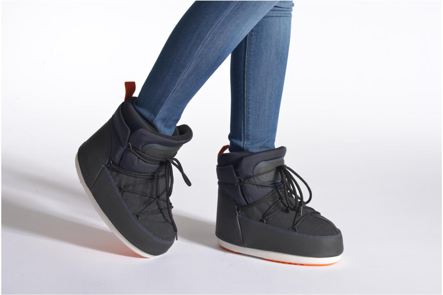 Ankle boots Moon Boot Buzz Tech Black view from underneath / model view