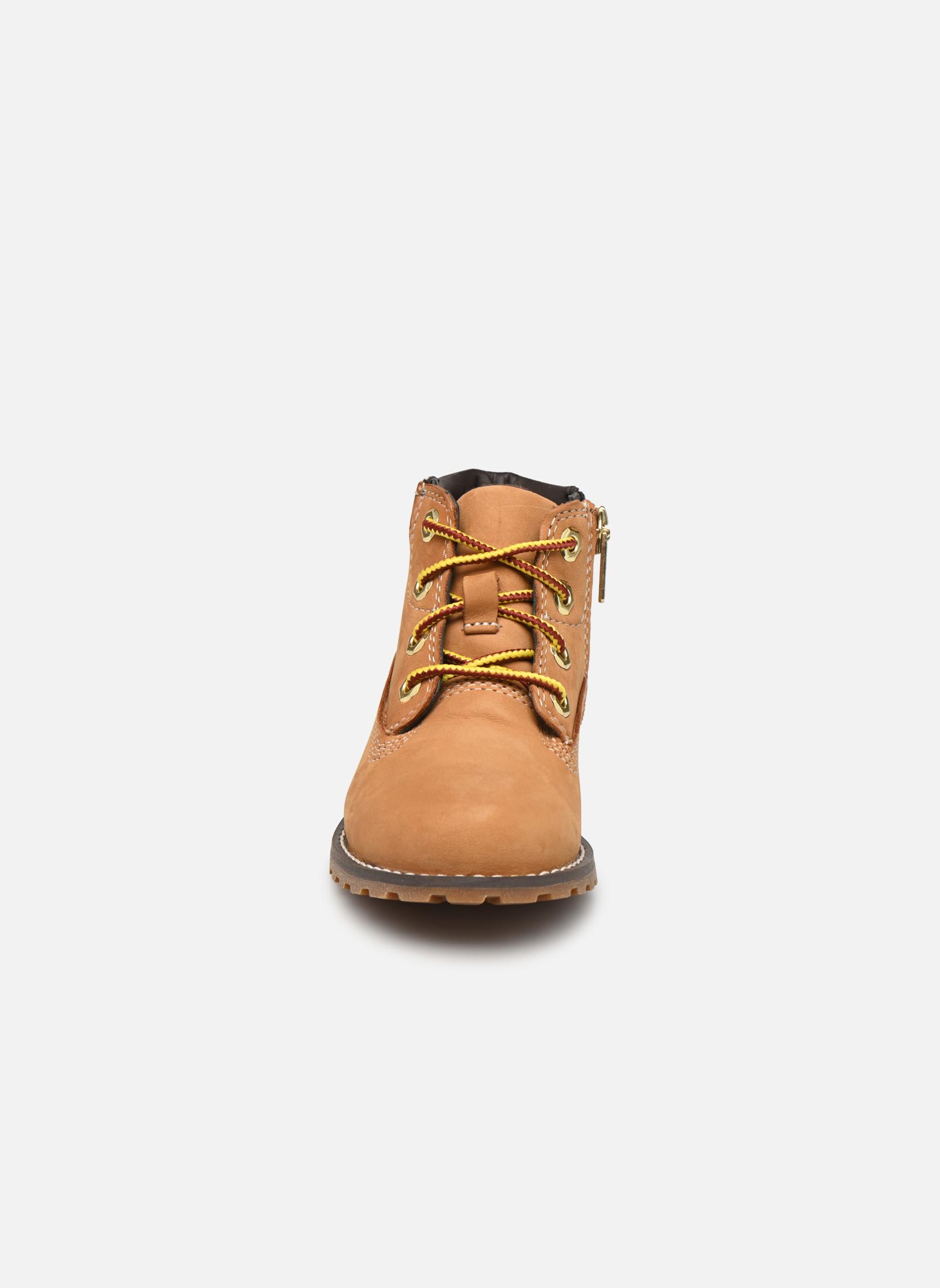 Boots Timberland Pokey Pine 6In Boot with Beige bild av skorna på