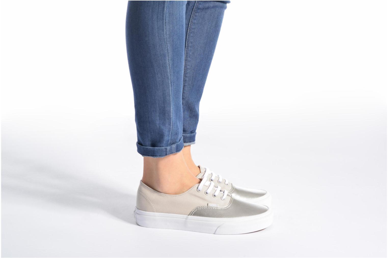 Sneaker Vans Authentic Decon W blau ansicht von unten / tasche getragen