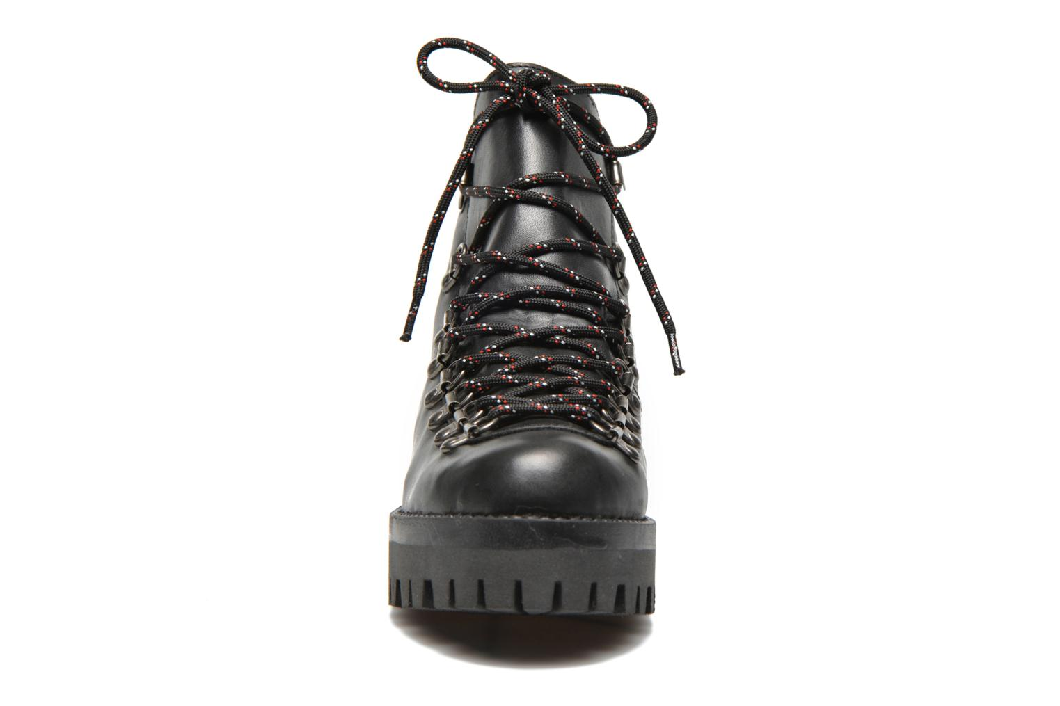 Tharp Black leather/ Black sole