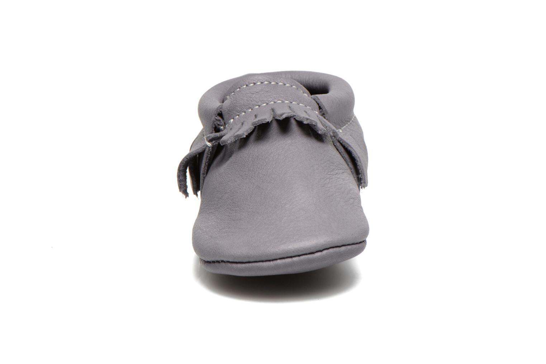 Chaussons Hippie Ya Mocassins Requin Gris vue portées chaussures