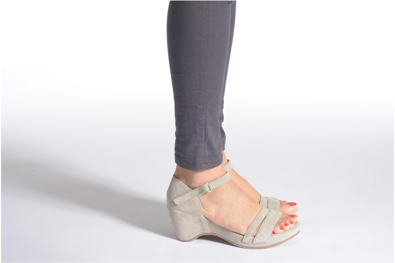 Sandalen Khrio Lola grau ansicht von unten / tasche getragen