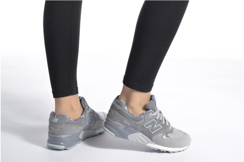 Sneaker New Balance WL999 blau ansicht von unten / tasche getragen