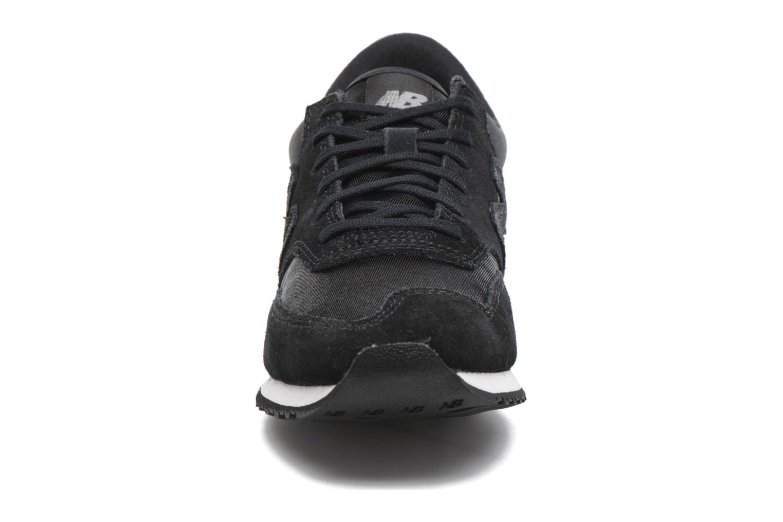 Baskets New Balance CW620 Noir vue portées chaussures