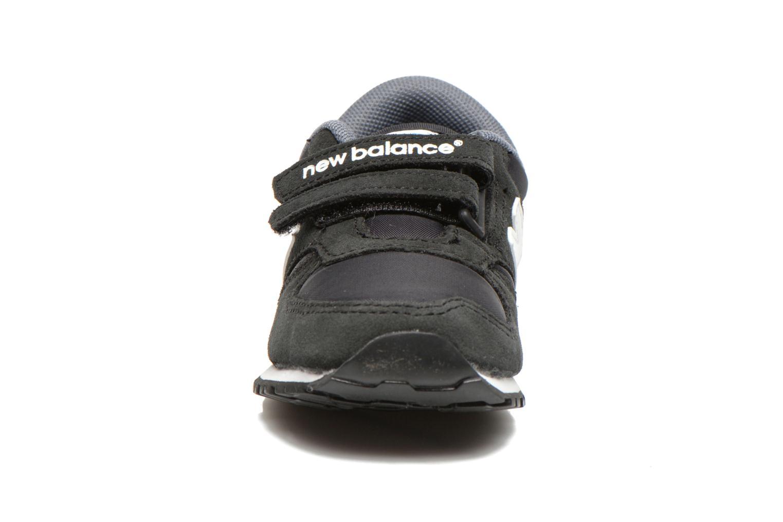 Deportivas New Balance KE420 I Negro vista del modelo