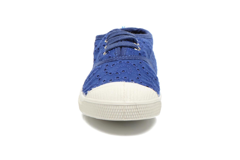 Sneakers Bensimon Tennis Broderie Anglaise E Azzurro modello indossato