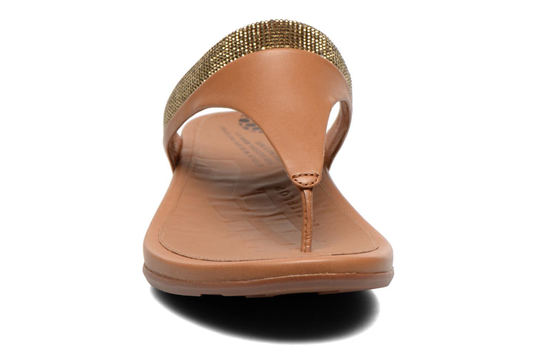 Tongs FitFlop Banda Micro C Toe Post Marron vue portées chaussures