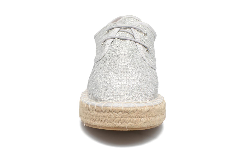 Alpargatas I Love Shoes Surmino Plateado vista del modelo