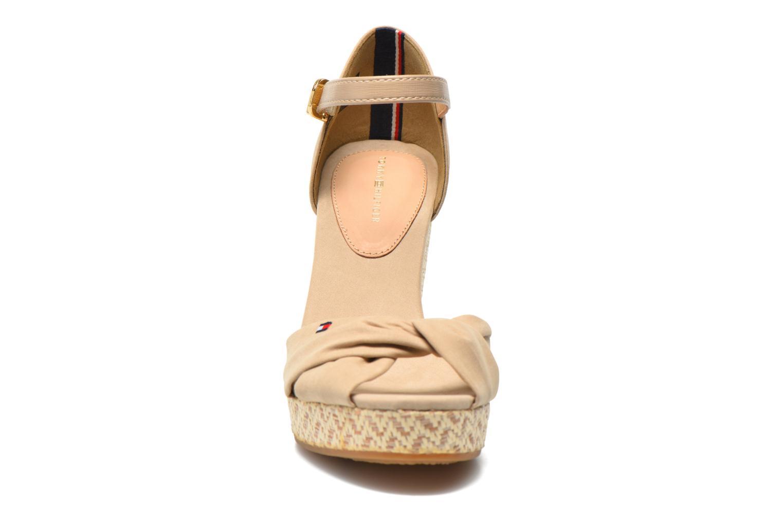 Sandales et nu-pieds Tommy Hilfiger Elena 3D Beige vue portées chaussures