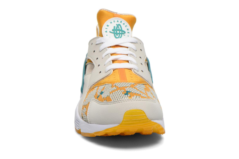 Sneaker Nike Air Huarache Run PA beige schuhe getragen