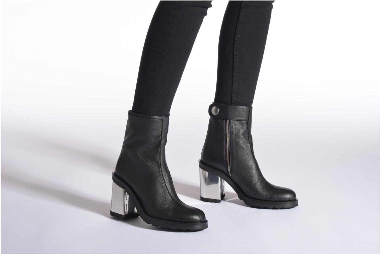 Bottines et boots Opening Ceremony ISA METALLIC HEEL BOOT Noir vue bas / vue portée sac