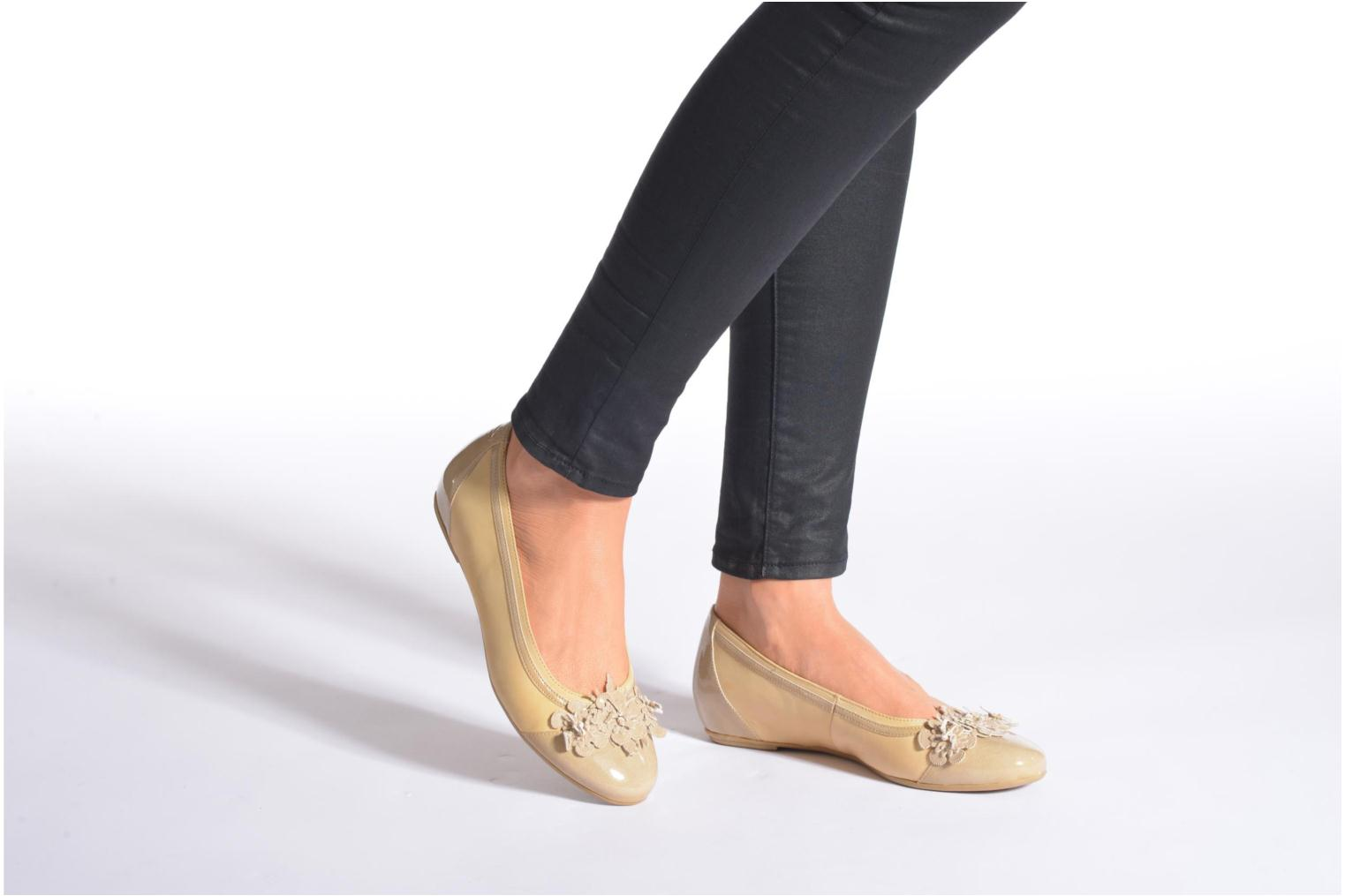 Ballet pumps Caprice Muselo Beige view from underneath / model view